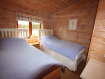 The Buoys lodge twin bedroom