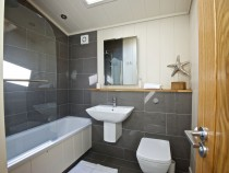 Granary Lodge bathroom